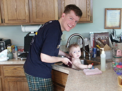 Camilla_in_sink_with_bryan